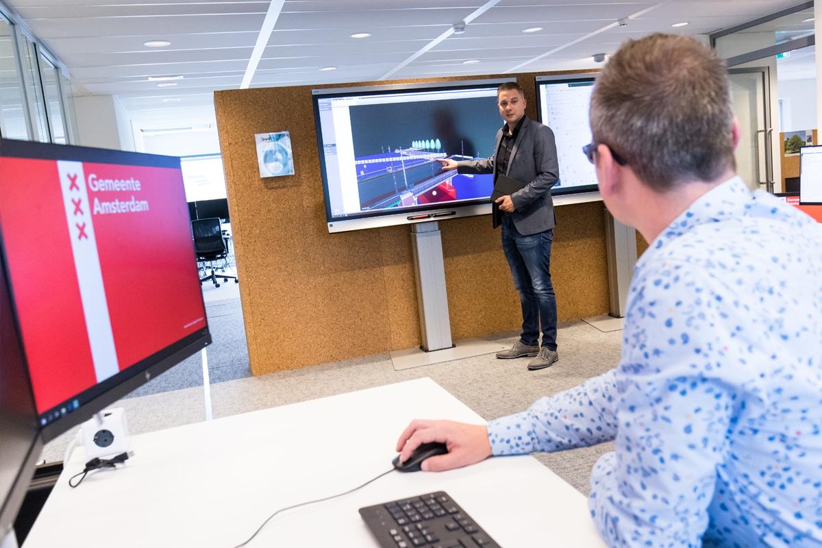 SMART Board op vloerlift bij het ingeneursbureau Gemeente Amsterdam